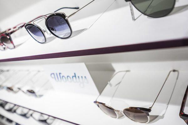 Bei uns finden Sie ein breites Sortiment an wunderschönen Brillen für jeden und jede. Der Optiker, der sich lohnt